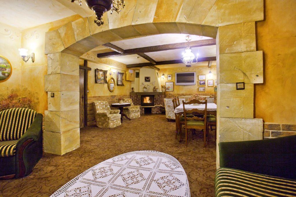sala kominkowa w hotelu pod jeleniem